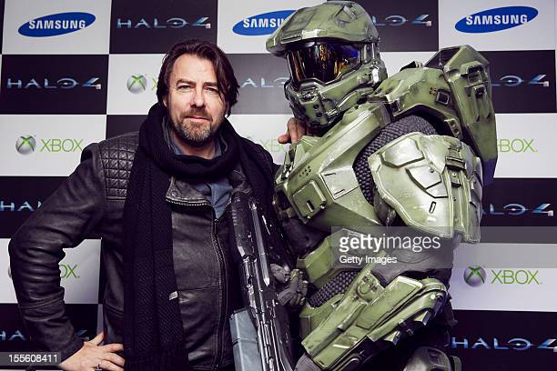 Jonathan Ross and Master Chief attend the launch of Halo 4 on Xbox 360 at Tower Bridge on November 05 2012 in London England The 'Halo 4' Glyph...
