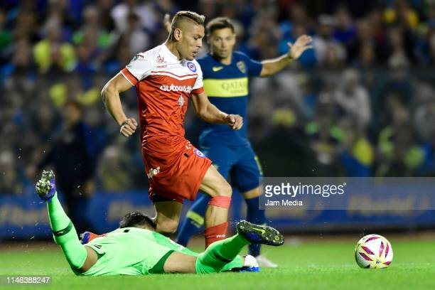 Jonathan Sandoval of Argentinos Juniors fights for the ball with Esteban Andrada of Boca Juniors during a during a second leg semifinal match between...