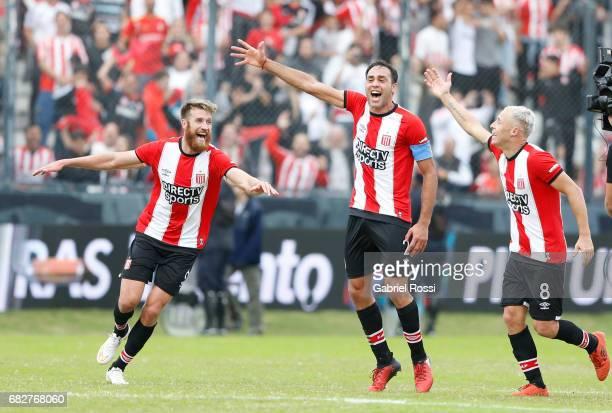 Jonathan Schunke, Leandro Desabato and Israel Damonte of Estudiantes celebrate after wining the match between Estudiantes and Gimnasia y Esgrima La...