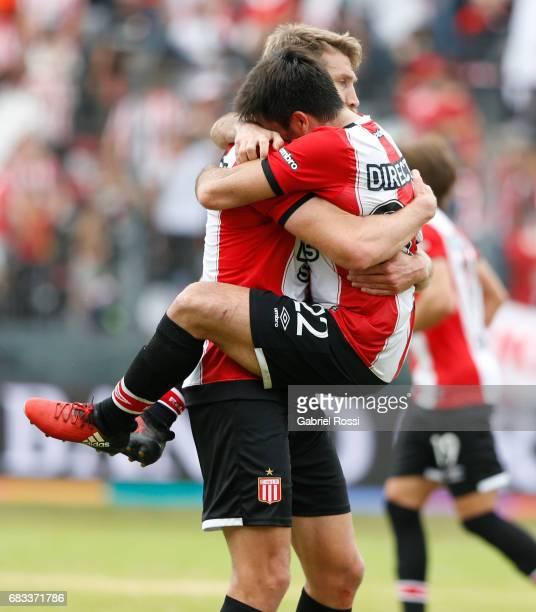 Jonathan Schunke of Estudiantes celebrates with teammate Rodrigo Braña after winning the match between Estudiantes and Gimnasia y Esgrima La Plata as...