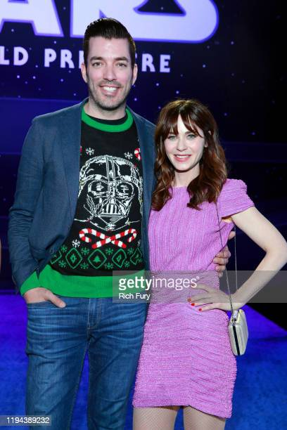 """Jonathan Scott and Zooey Deschanel attend the Premiere of Disney's """"Star Wars: The Rise Of Skywalker"""" on December 16, 2019 in Hollywood, California."""