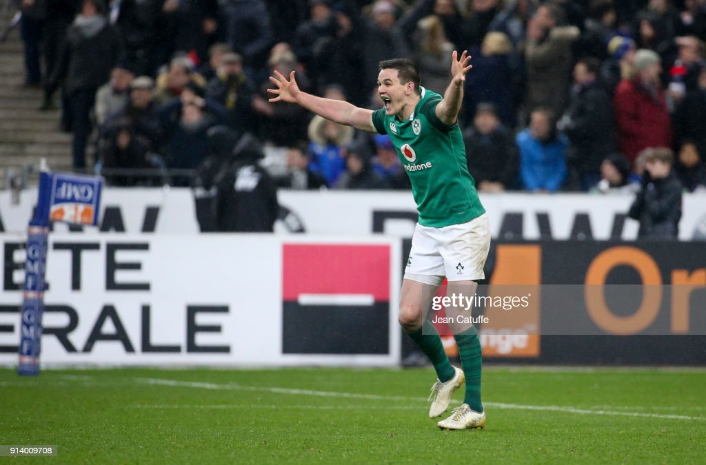 Jonathan Sexton of Ireland celebrates scoring the winning drop at the last second during the NatWest 6 Nations (Tournoi des 6 Nations) match between France and Ireland at Stade de France on February 3, 2018 in Saint-Denis near Paris, France.