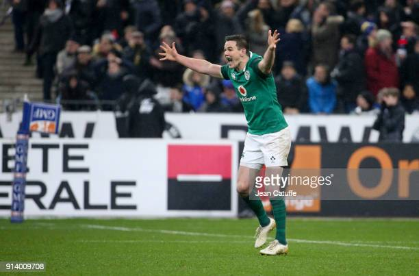 Jonathan Sexton of Ireland celebrates scoring the winning drop at the last second during the NatWest 6 Nations match between France and Ireland at...