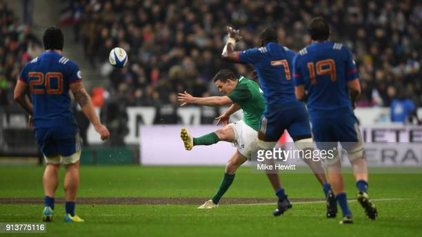 Jonathan Sexton of Ireland drops a long range goal to win the match for Ireland in the NatWest Six Nations match between France and Ireland at Stade...