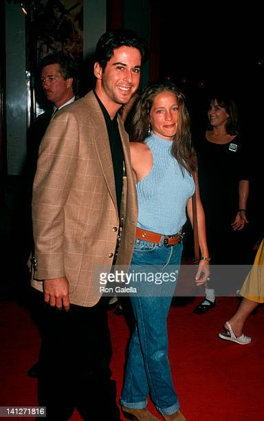 Jonathan Silverman and Jennifer Hochman at the Premiere of 'The Last of the Mohicans', Mann Chinese Theater, Hollywood.