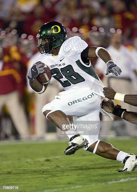 Jonathan Stewart of the Oregon Ducks carries the ball during the game against the USC Trojans on November 11, 2006 at the Los Angeles Memorial...