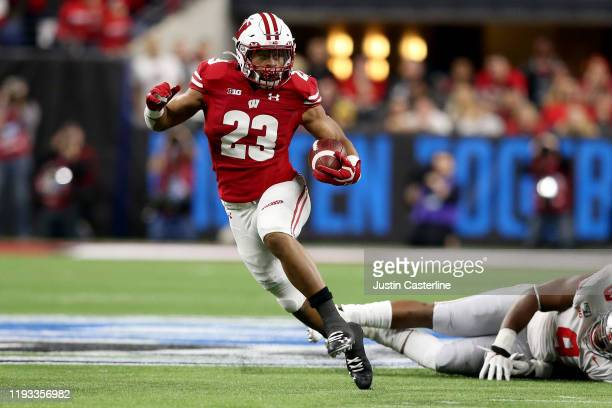 Jonathan Taylor of the Wisconsin Badgers runs the ball in the Big Ten Championship game against the Ohio State Buckeyes at Lucas Oil Stadium on...
