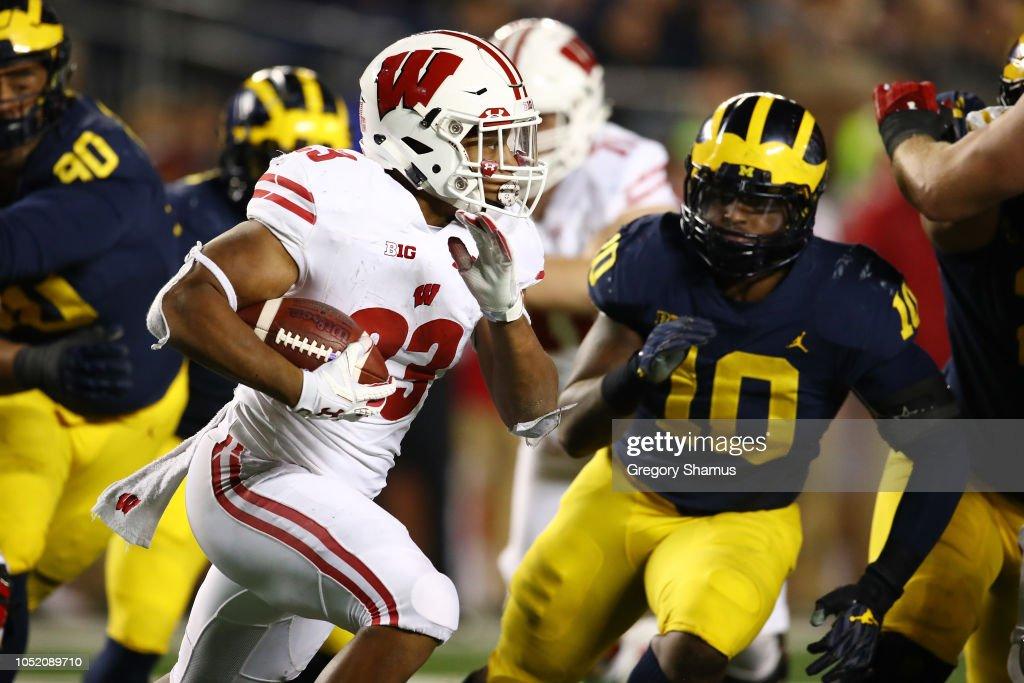 Wisconsin v Michigan : News Photo