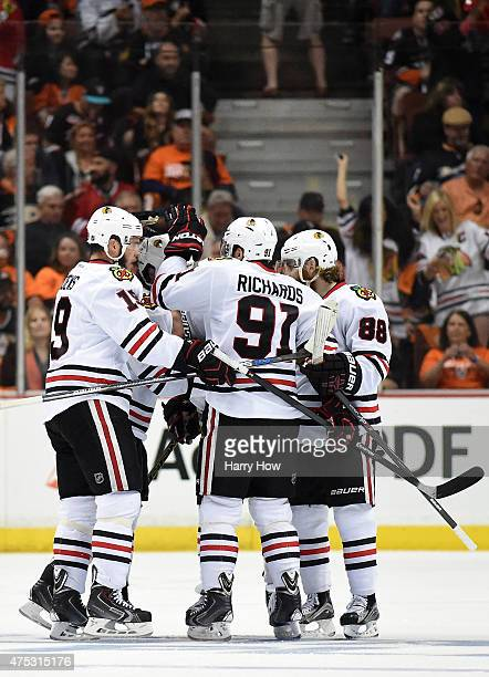 Jonathan Toews of the Chicago Blackhawks celebrates with Patrick Kane Brad Richards and Andrew Shaw after Toews scores his second goal in the first...