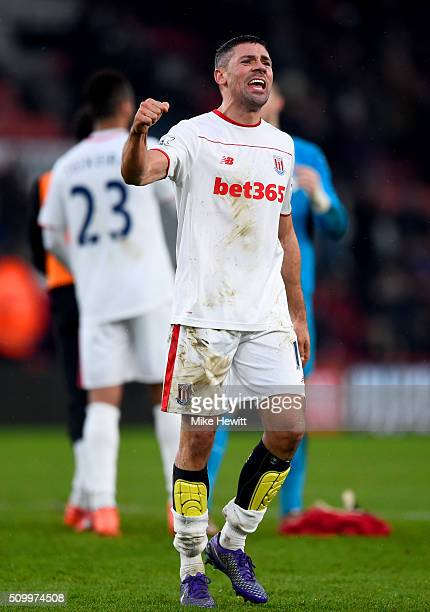 Jonathan Walters of Stoke City celebrates his team's 31 win inthe Barclays Premier League match between AFC Bournemouth and Stoke City at Vitality...