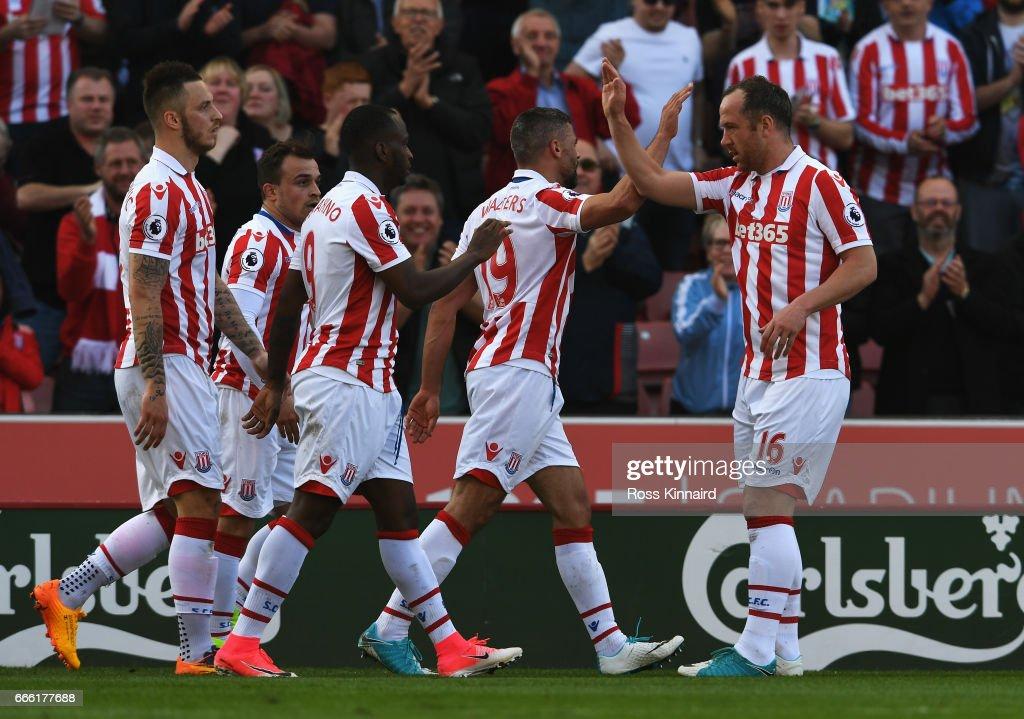 Stoke City v Liverpool - Premier League : News Photo