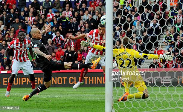 Jonathan Walters of Stoke City scores during the Barclays Premier League match between Stoke City and Liverpool at the Britannia Stadium on May 24...