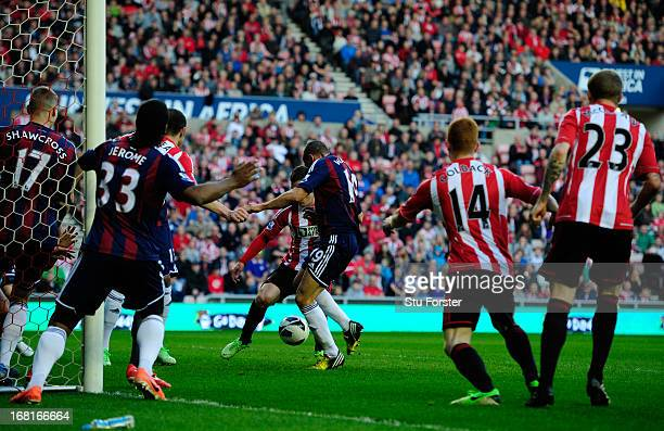 Jonathan Walters of Stoke City scores the opening goal during the Barclays Premier League match between Sunderland and Stoke City at the Stadium of...