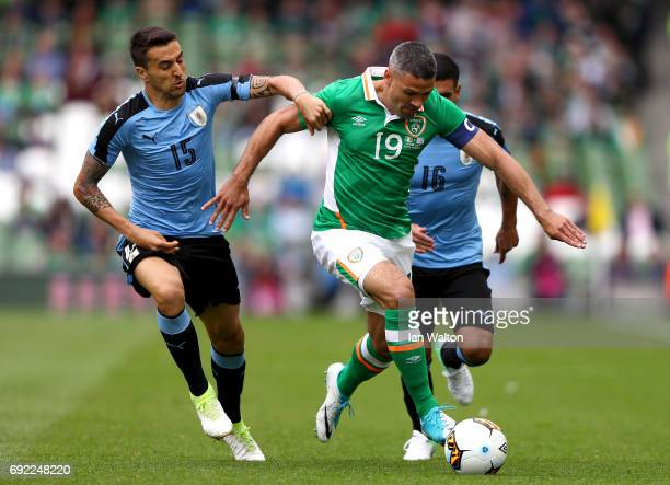 Jonathan Walters of the Republic of Ireland attempts to get past Matias Vecino of Uruguay during the International Friendly match between Republic of...