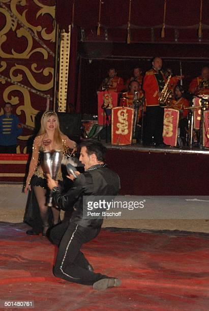 Orchester von Kazimierz Bilan Circus BarumVorstellung Northeim Niedersachsen Deutschland Europa Zirkus Manege Kegel jonglieren Promi BB DIG PNr...