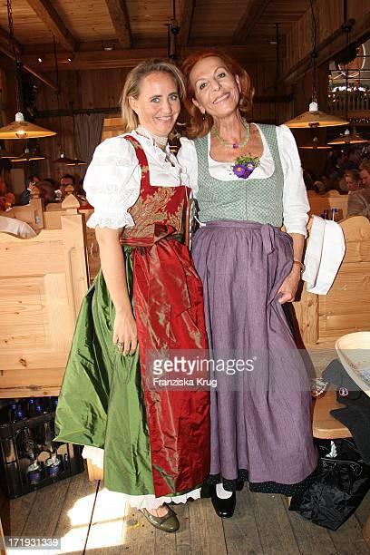 Jonica Jahr Und Angelika Jahr Im Weinzeklt Auf Dem Oktoberfest In München Am 220907
