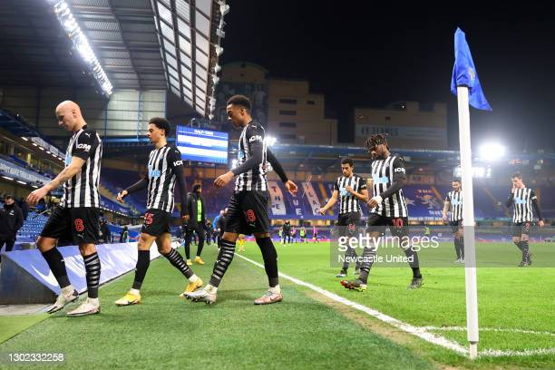 Jonjo Shelvey, Jamal Lewis, Joe Willock, Isaac Hayden and Allan Saint-Maximin of Newcastle United leave the pitch at half time during the Premier...