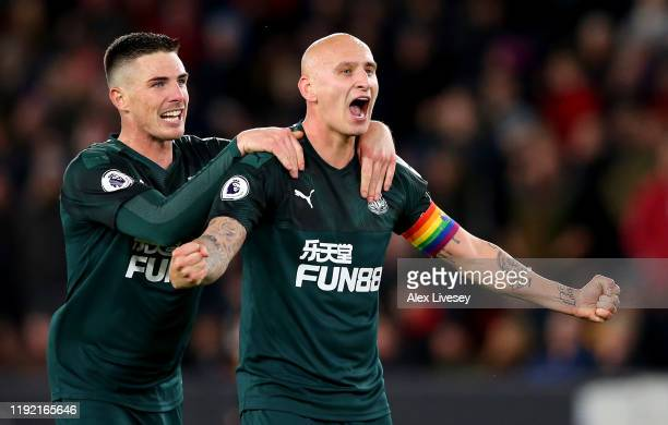 Jonjo Shelvey of Newcastle celebrate with team mate Ciaran Clark after he scores the 2nd goal during the Premier League match between Sheffield...