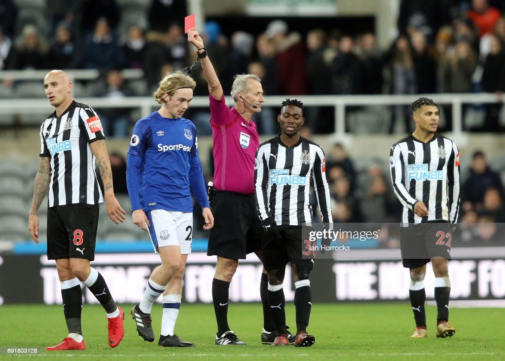 JonJo Shelvey of Newcastle is sent off during the Premier League match between Newcastle United and Everton at St James' Park on December 13, 2017 in Newcastle, England.