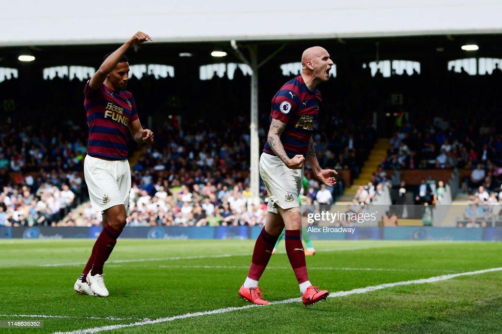 Fulham FC v Newcastle United - Premier League : News Photo