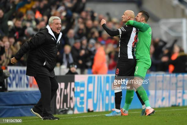 Jonjo Shelvey of Newcastle United celebrates with teammate Martin Dubravka and Manager, Steve Bruce after scoring his team's second goal during the...
