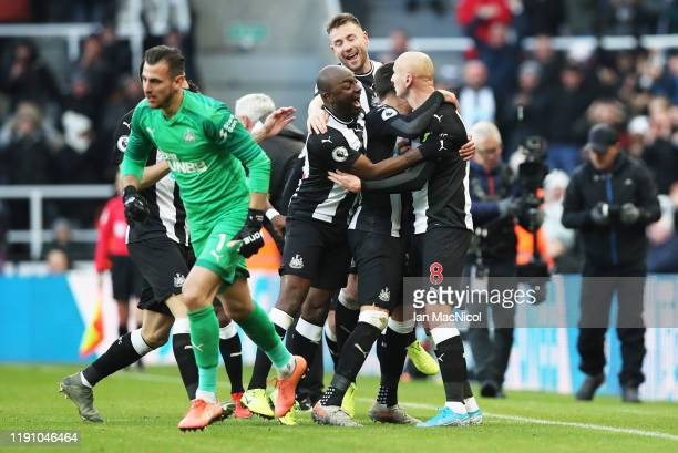 Jonjo Shelvey of Newcastle United celebrates with teammates after scoring his team's second goal during the Premier League match between Newcastle...