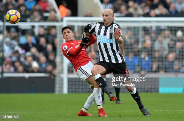 Jonjo Shelvey of Newcastle United challenges Alexis of Manchester United for the ball during the Premier League match between Newcastle United and...