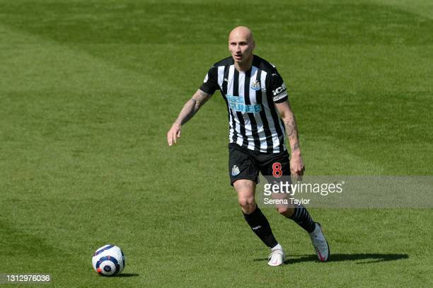 Jonjo Shelvey of Newcastle United FC controls the ball during the Premier League match between Newcastle United and West Ham United at St. James Park...