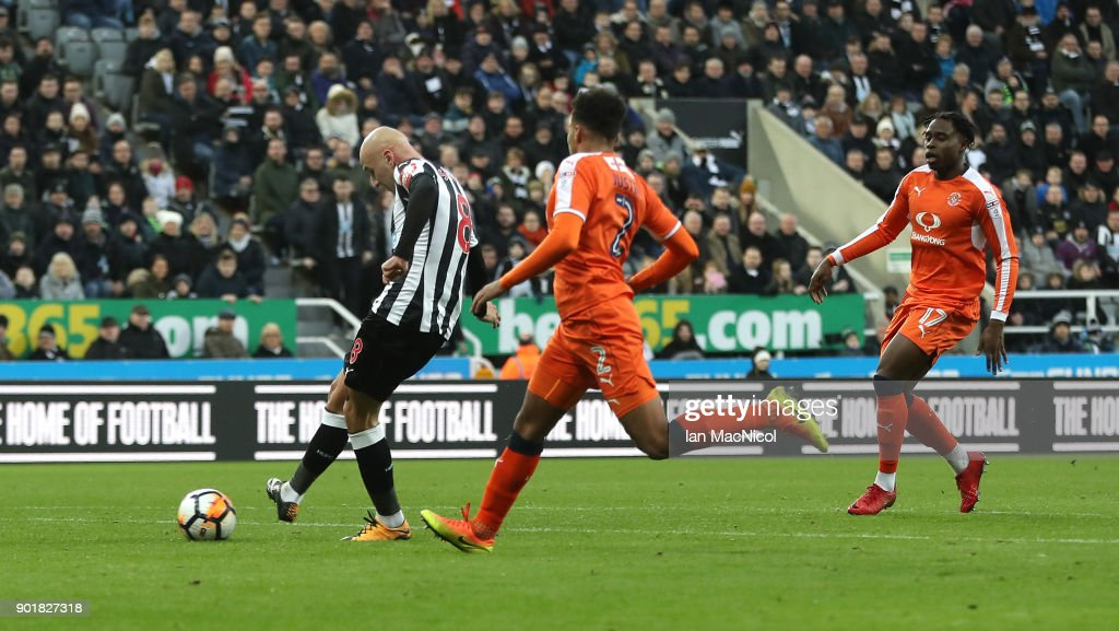 Jonjo Shelvey of Newcastle United scores his team's third goal during The Emirates FA Cup Third Round match between Newcastle United and Luton Town at St James' Park on January 6, 2018 in Newcastle upon Tyne, England.