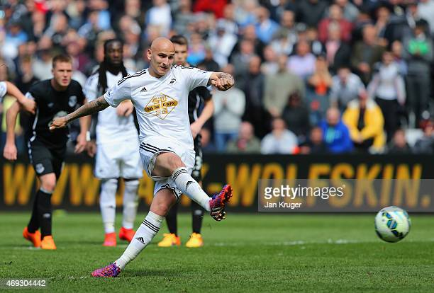 Jonjo Shelvey of Swansea City scores the equaliser from the penalty spot during the Barclays Premier League match between Swansea City and Everton at...
