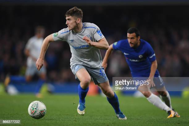 Jonjoe Kenny of Everton breaks away from Pedro of Chelsea during the Carabao Cup Fourth Round match between Chelsea and Everton at Stamford Bridge on...