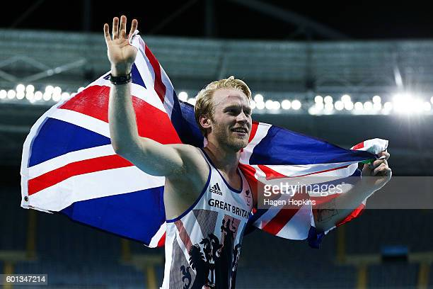 Jonnie Peacock celebrates after winning the Men's 100m T44 final on day 2 of the Rio 2016 Paralympic Games at Olympic Stadium on September 9 2016 in...