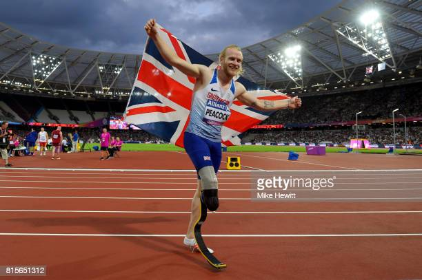 Jonnie Peacock of Great Britain celebrates winning the Men's 100m T44 Final during day three of the IPC World ParaAthletics Championships 2017 at the...