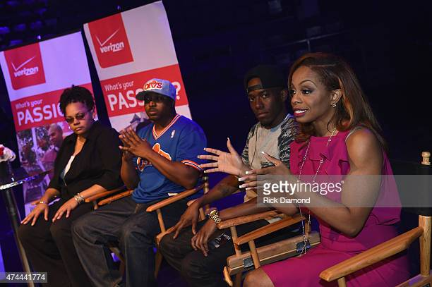 Jonniece Wescott Antoine Donte Joshua King and Josina Anderson speak onstage as Verizon Takes The Big Pay Off to Atlanta Celebrating Consumers with a...