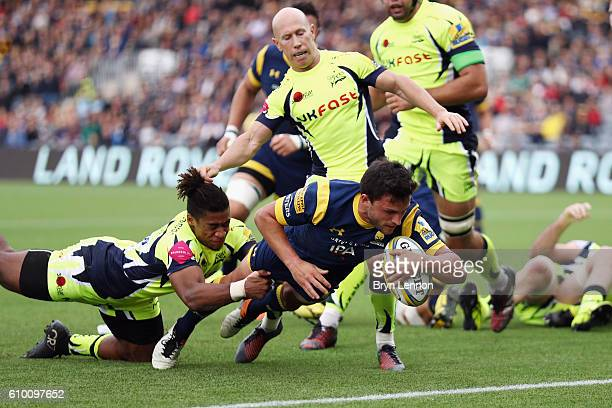Jonny Arr of Worcester Warriors scores a try during the Aviva Premiership match between Worcester Warriors and Sale Sharks at Sixways Stadium on...