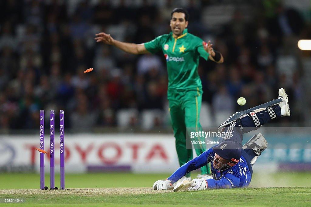 England v Pakistan - 4th One Day International