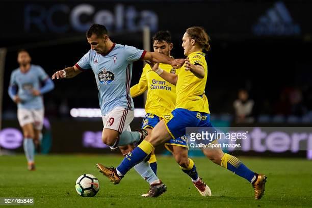 Jonny Castro of Celta de Vigo is challenged by Alen Halilovic and Pedro Tanausu 'Tana' of UD Las Palmas during the La Liga match between Celta de...