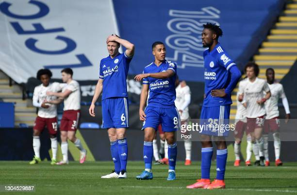 Jonny Evans, Youri Tielemans and Wilfred Ndidi of Leicester City look dejected after conceding a third goal during the Premier League match between...