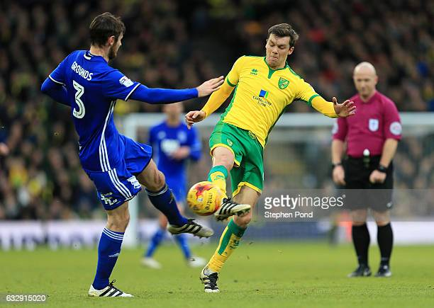 Jonny Howson of Norwich City and Jonathan Grounds of Birmingham City compete for the ball during the Sky Bet Championship match between Norwich City...