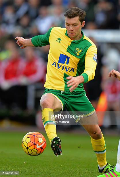 Jonny Howson of Norwich City during the Barclays Premier League match between Swansea City and Norwich City at Liberty Stadium on March 5 2016 in...