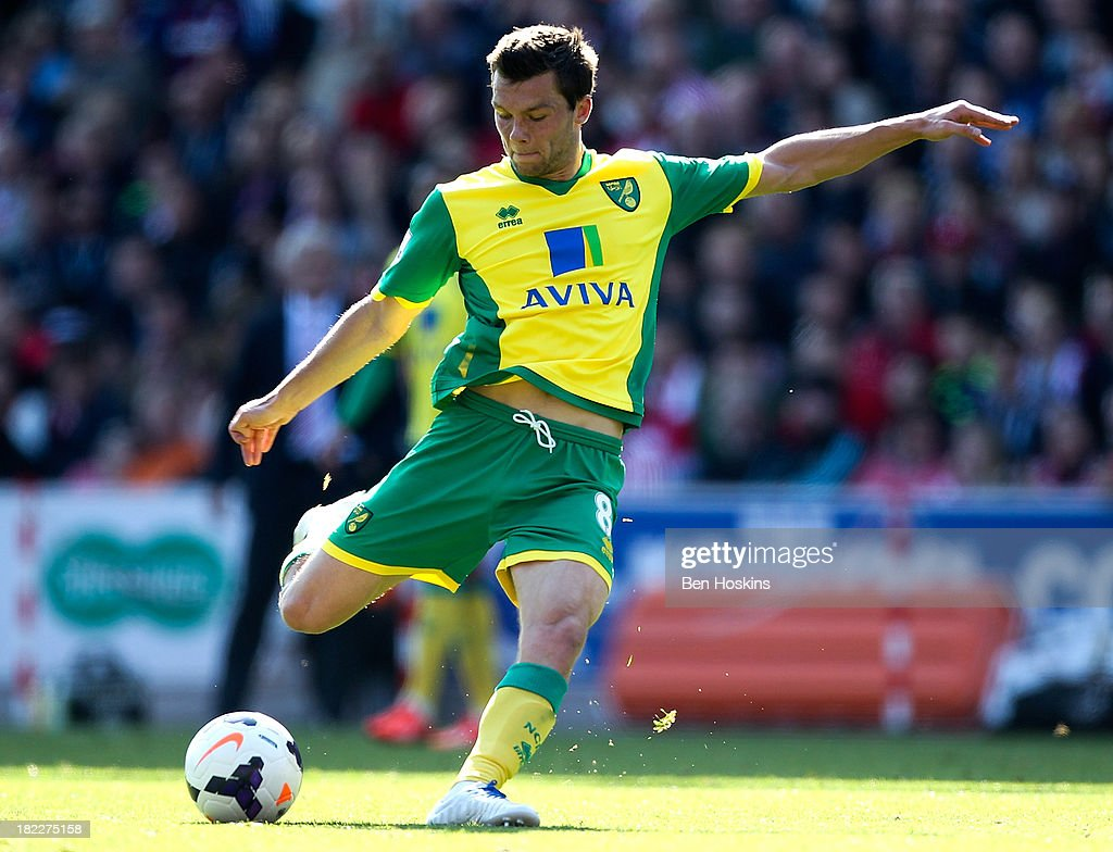 Jonny Howson of Norwich shoots to score the opening goal of the game during the Barclays Premier League match between Stoke City and Norwich City at the Britannia Stadium on September 29, 2013 in Stoke on Trent, England.