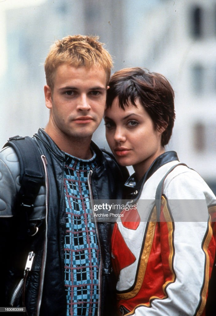 Jonny Lee Miller And Angelina Jolie In 'Hackers' : News Photo