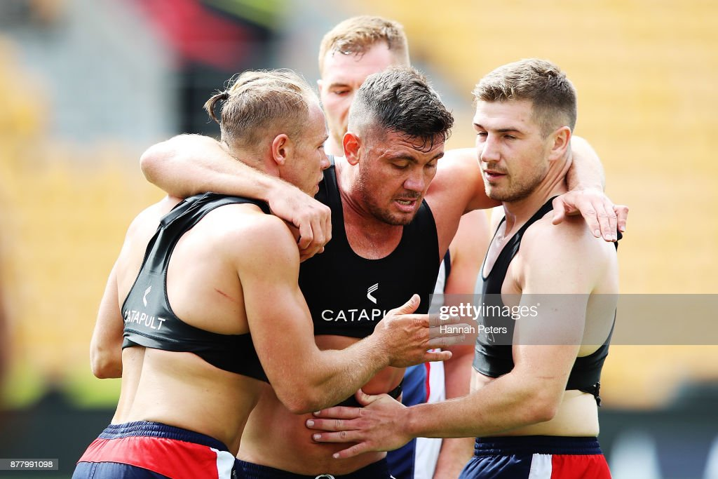 Jonny Lomax, Chris Heighington and George Williams run through fitness drills during the England Rugby League World Cup Semi Final Captain's Run at Mt Smart Stadium on November 24, 2017 in Auckland, New Zealand.