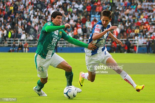 Jonny Magallon of Leon struggles for the ball with Jurgen Damm of Pachuca during a match between Leon and Pachuca as part of the Apertura 2013 Liga...