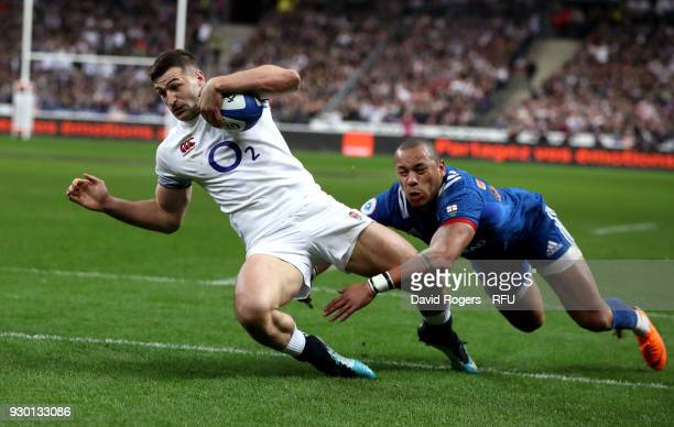 Jonny May of England touches down for the first try during the NatWest Six Nations match between France and England at Stade de France on March 10...