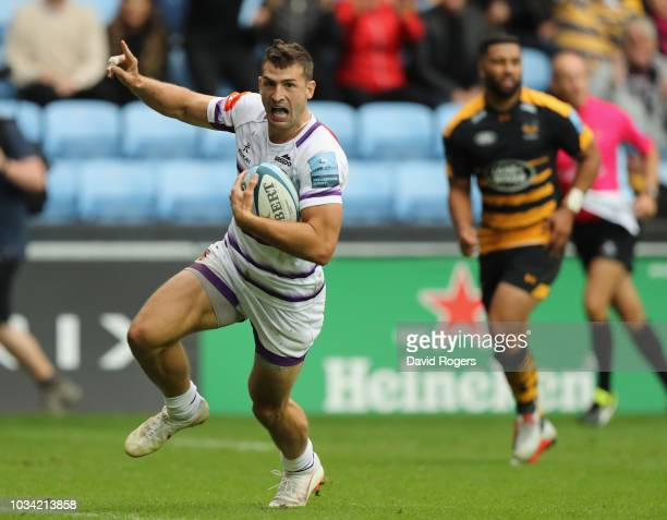 Jonny May of Leicester Tigers breaks clear to score a second half try during the Gallagher Premiership Rugby match between Wasps and Leicester Tigers...