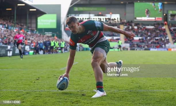 Jonny May of Leicester Tigers scores a try during the Gallagher Premiership Rugby match between Leicester Tigers and Worcester Warriors at Welford...