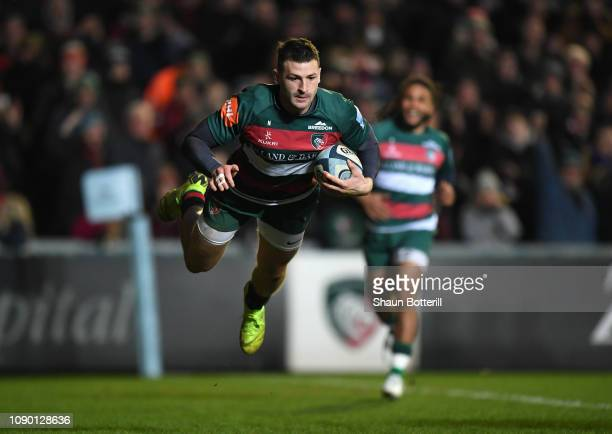 Jonny May of Leicester Tigers scores a try during the Gallagher Premiership Rugby match between Leicester Tigers and Gloucester Rugby at Welford Road...