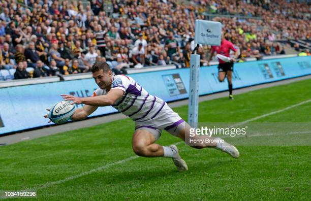 Jonny May of Leicester Tigers scores their first try during the Gallagher Premiership Rugby match between Wasps and Leicester Tigers at Ricoh Arena...