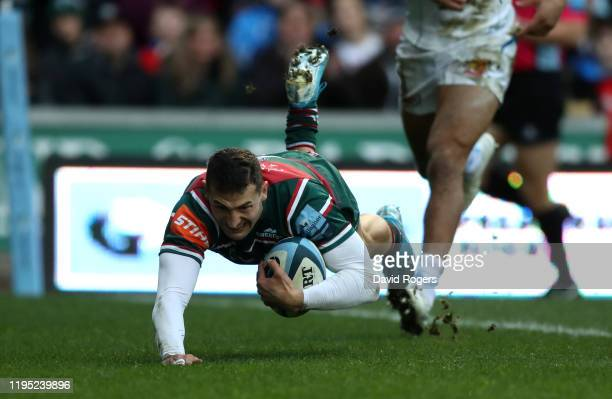 Jonny May of Leicester Tigers scores their first try during the Gallagher Premiership Rugby match between Leicester Tigers and Exeter Chiefs at on...